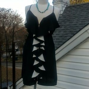 Buttons black & white ruffle zip-up dress szS NWOT